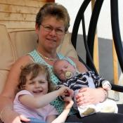 vnoučata s babičkou Jarčou