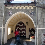 V Itteru mají i hezký hrad, ale dovnitř se nesmí :-(