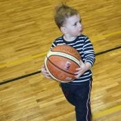 Na basketu mám roli podavače balónů.