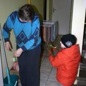 Babičku kucí kucí jsme chytli na chodbě.