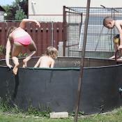 Hurá do bazénu se osvěžit