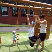 Ručkování na dětském hřišti