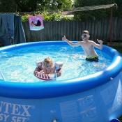 děda má super vyhřívaný bazén